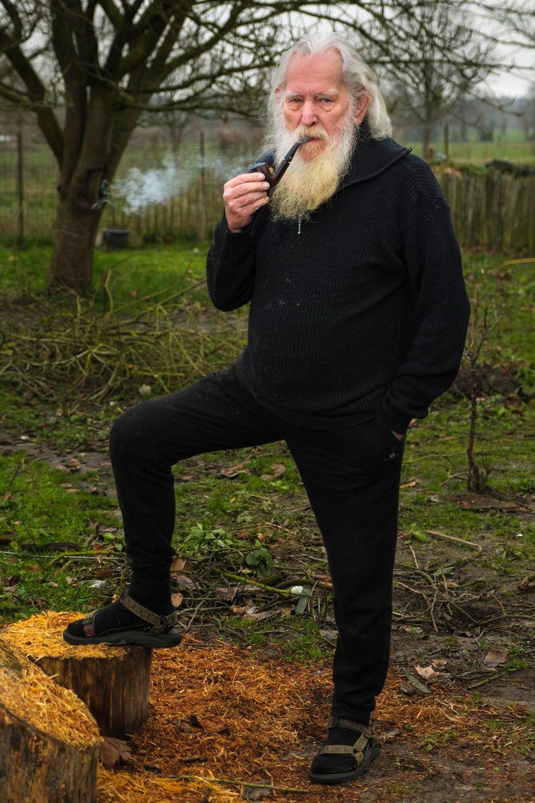 Wim Offeciers, met pijp. Die bracht hem nog in de 'problemen' na zijn laatste verschijning op de buis.