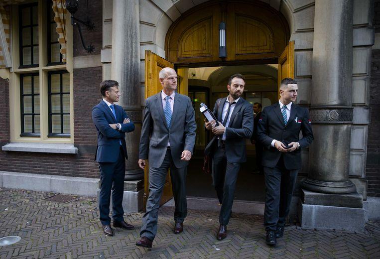 Minister Stef Blok van Veiligheid en Justitie verlaat het Ministerie van Algemene Zaken na afloop van de eerste begrotingsraad na het zomerreces.  Beeld ANP