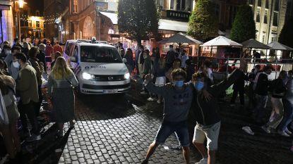 """De Oude Markt in Leuven zit stampvol: """"Social distancing kunnen we niet handhaven, maar alles is onder controle"""""""