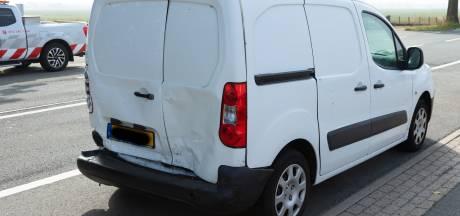 Botsing tussen bedrijfsbusjes in Maren-Kessel nadat bestuurder vermoedelijk in slaap valt