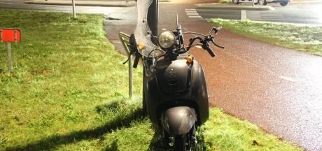 Scooterrijder gewond naar het ziekenhuis na botsing in Nijverdal