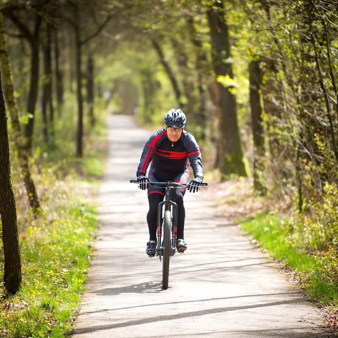 In de Rucphense bossen wordt veel gefietst.