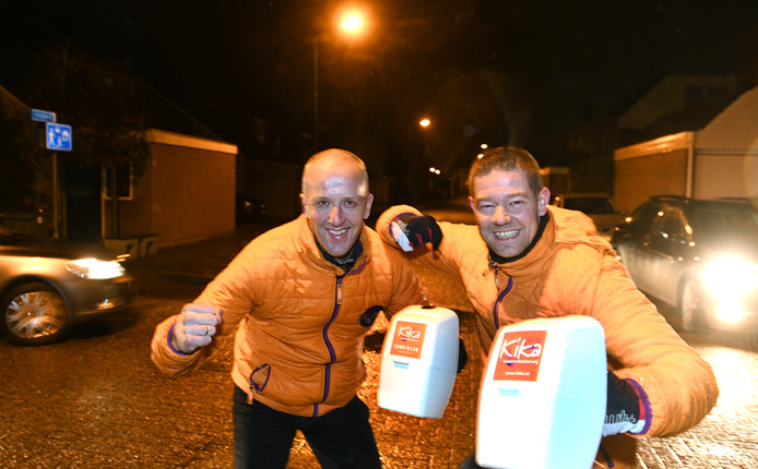 Marcel en Marcel lopen hun eerste collecte in Veenendaal na de ophef.