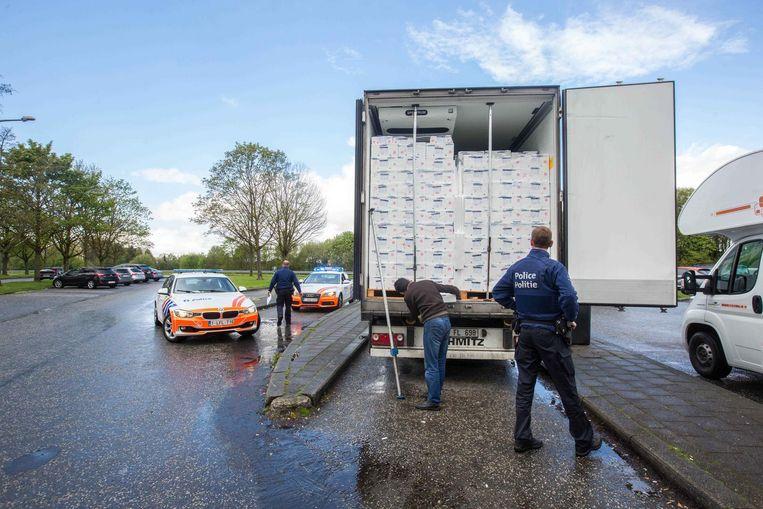 Eind april werden vijftien vluchtelingen ontdekt op de parking van de E40 in Groot-Bijgaarden. De mannen zaten verstopt tussen een lading vis.