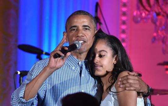 Barack knuffelt Malia op haar verjaardag, op 5 juli 2016.