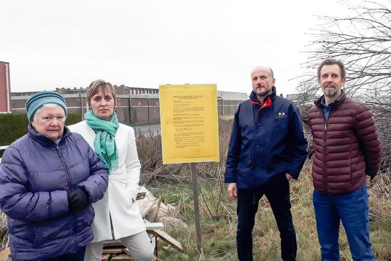 Leupegemnaren Nicole Vercruysse  Tania Vandenborre, Steven Bettens en Marc Matton willen dat de stad samen met inwoners bekijkt hoe het terrein anders kan ingevuld worden.