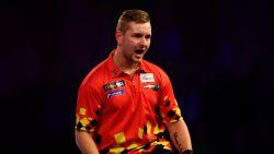 Daar is 'The Dreammaker' weer: dartssensatie Dimitri Van den Bergh opnieuw in WK-finale jeugd