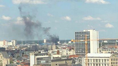 Zwarte rookpluim boven Sportpaleis: situatie onder controle, geen gewonden