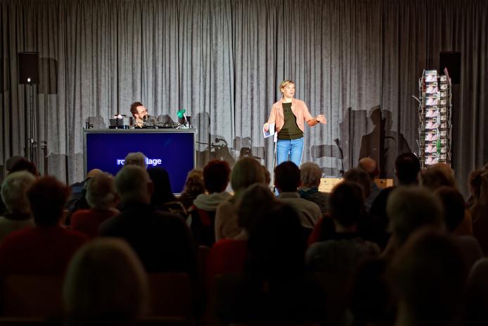 In het Huis van de Westrand in Roosendaal vond de voorstelling RONJA plaats, een combinatie van eerst een diner en daarna een voorstelling.