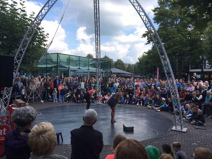 De Grote HULA Show trok telkens veel publiek naar de Heuvel.