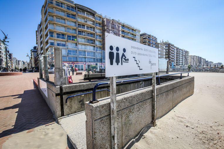 De Panne besteedt onderhoud van openbare toiletten op de Zeedijk uit