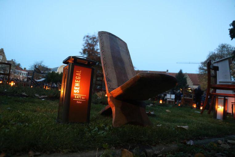 Uit 122 regio's waar soldaten vandaan kwamen werd een stoel verzameld.