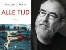 Utrechter Ronald Giphart signeert  zijn nieuwste roman Alle tijd