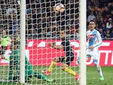 Napoli zit Roma op de hielen na zege op Inter