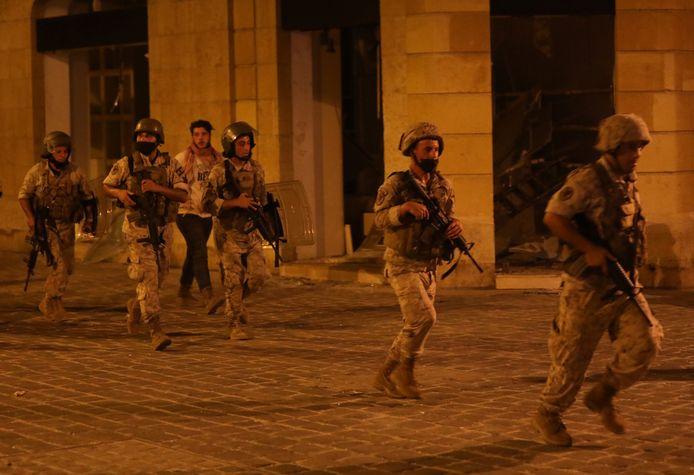 Soldaten zijn donderdagavond opgeroepen om de onrust in Beiroet te beteugelen.