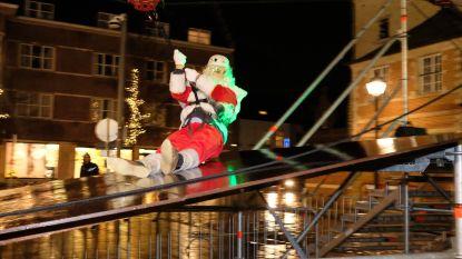 Rik gaat voor de kick: schepen Verwaest zweeft als kerstman boven Zimmerplein en opent zo kerstmarkt