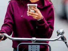 Elke dag zo'n 13 appende fietsers beboet in Oost-Nederland: 'Die 104 euro voel je wel even'