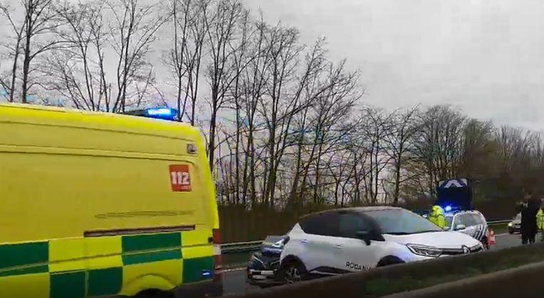Door het ongeval waren twee rijvakken versperd richting Brussel.