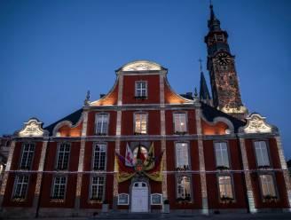 Sint-Truiden versiert Stadhuis met kerstverlichting