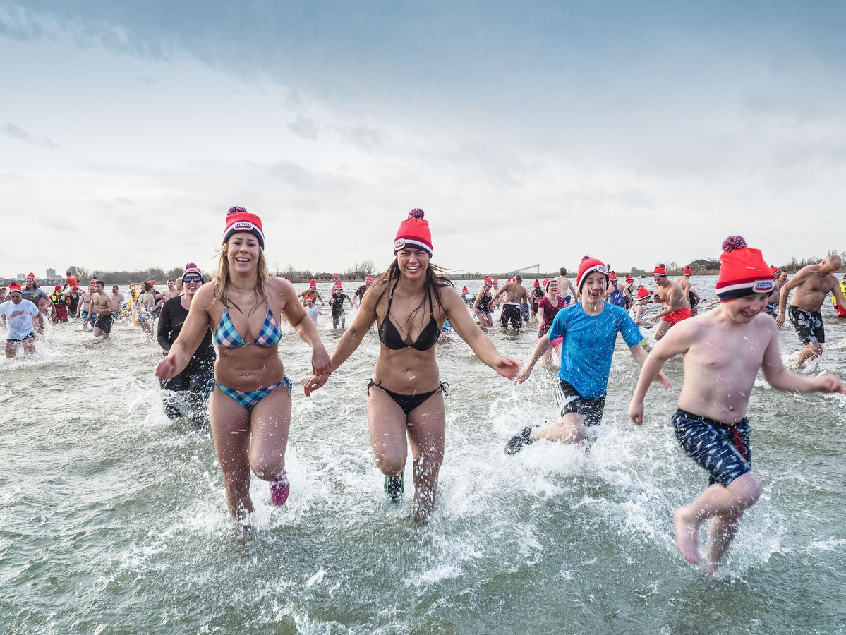 Archiefbeeld: Nieuwjaarsduik 2017 in Noord Aa, Zoetermeer