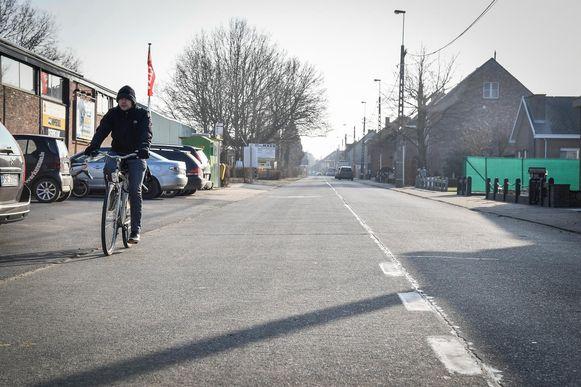 De Hoogweg krijgt onder andere een degelijk fietspad.