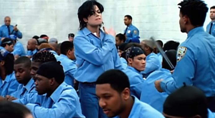 Michael Jackson dans le clip They don't care about us.