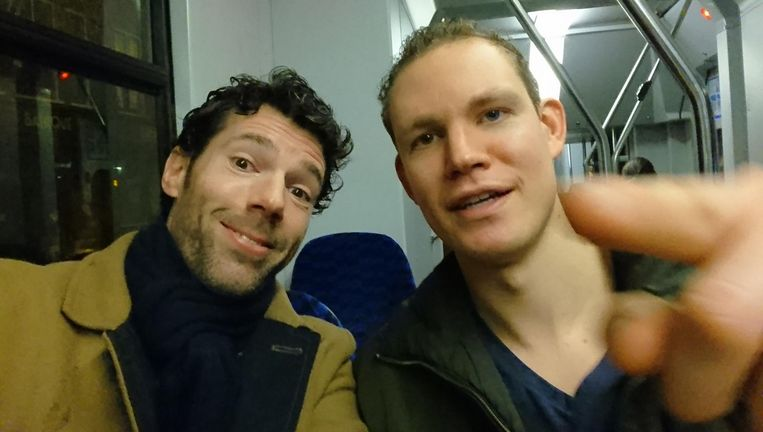 Tramselfie: Henk van Straten met Tim Fransen. Beeld