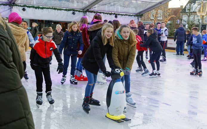 Schaatsende kinderen op Winterpark Schijndel, dit beeld van vorig jaar keert deze winter niet terug.