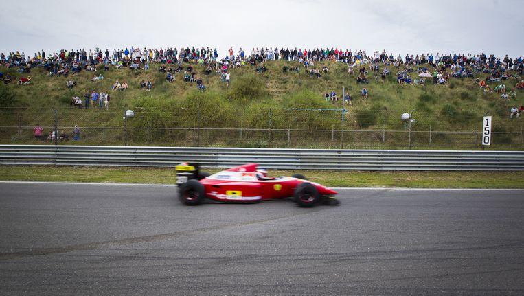 Formule 1-wagens op het circuit tijdens het evenement Italia a Zandvoort. Beeld anp