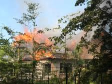 Uitslaande brand zorgt voor zware schade aan woning in Capelle aan den IJssel, vuur pas na uren blussen uit