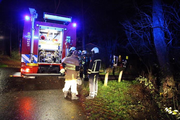 De brandweer rukte woensdagavond met meerdere blusvoertuigen uit na een brandmelding op vakantiepark Landal Twenhaarsveld in Holten.