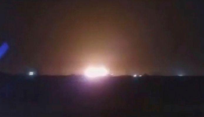 L'avion a clairement pris feu, comme l'indiquent plusieurs images d'amateurs