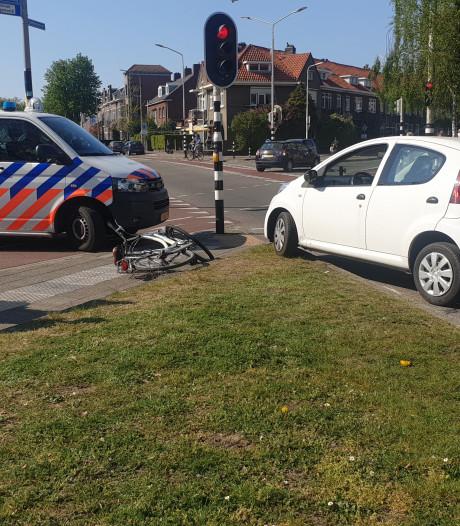 Fietsster gewond door botsing met auto in Nijmegen