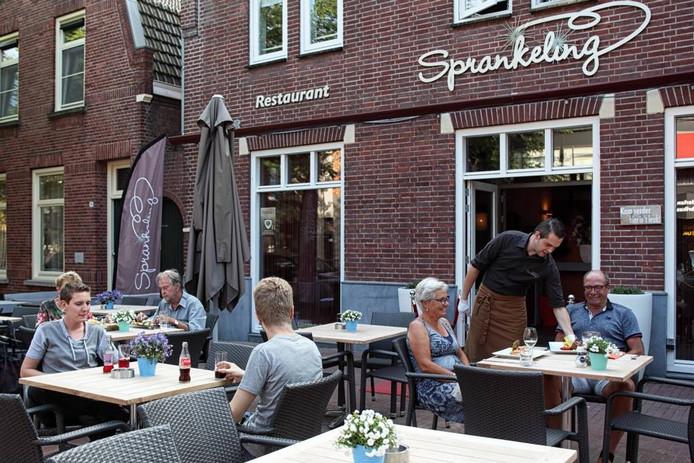 Het terras bij restaurant feesterij Sprankeling is het eerste terras aan de Etten-Leurse Bisschopsmolenstraat, die op dit moment volledig heringericht wordt. foto chris van klinken/pix4profs