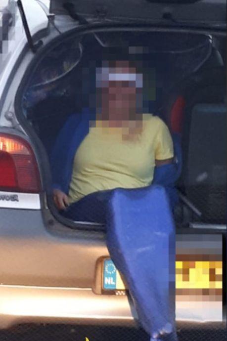 Politie op Urk treft zeemeermin in kofferbak aan