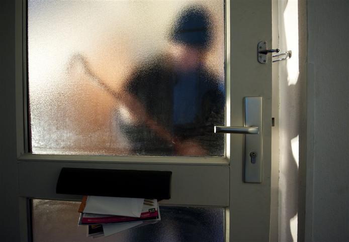 De 81-jarige vrouw in Warnsveld lag alleen thuis te slapen toen de twee verdachten bij haar huis probeerden in te breken.