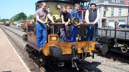 Tieners ontdekken wondere treinwereld