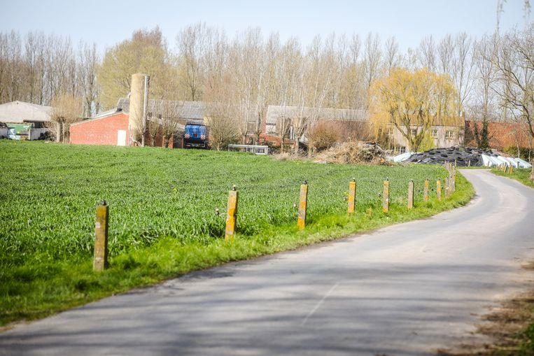 Op deze boerderij werd een plantage van 2.400 cannabisplanten ontdekt.