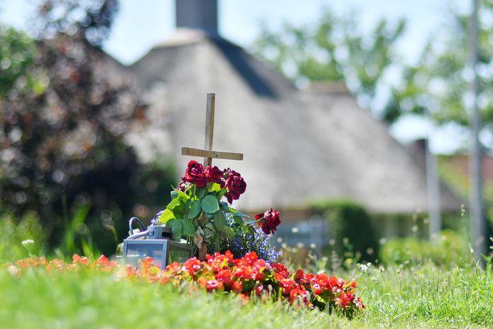 Reutum - bermmonument - ter nagedachtenis aan Bart Bloemendaal die hier verongelukte