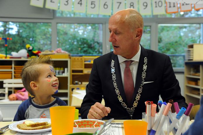 Jesse en de burgemeester Van de Zwaag kunnen prima met elkaar overweg.