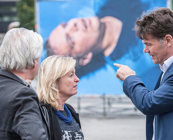 jet bussemaker bezoekt op uitnodiging van burgemeester paul depla bredaphoto. links curator geert van eyck en rechts paul depla. -foto : ron magielse - pix4profs