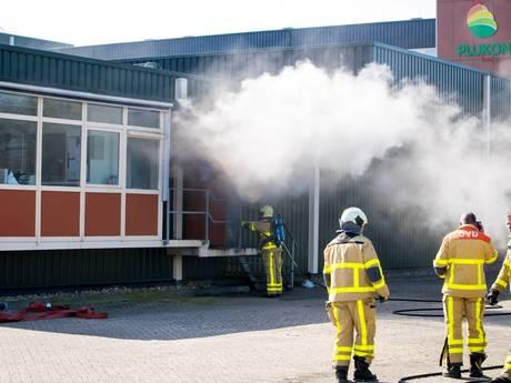 Politieheli zoekt naar brandhaard bij Plukon in Wezep