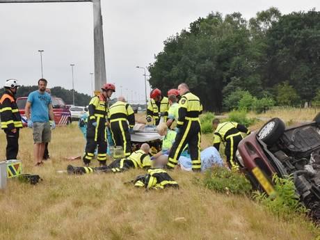 Beschonken bestuurder uit Breda slaat met auto over de kop op A58 bij Tilburg