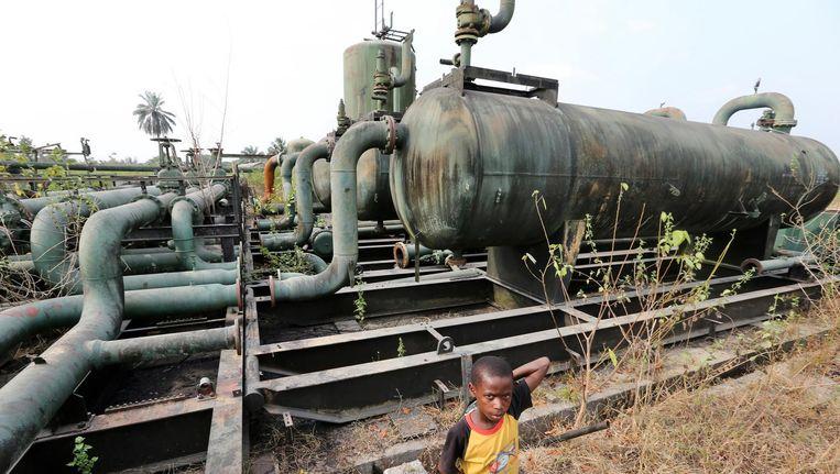 Verwaarloosde installaties van Shell in Nigeria. De multinational scoorde laag op de nieuwe Human Rights Benchmark. Beeld getty