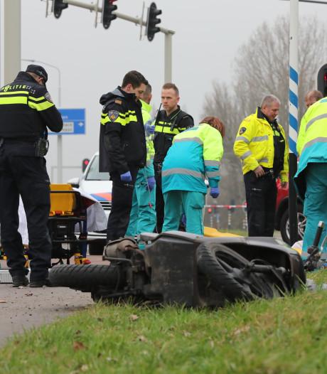 Fietser en scooterrijder gewond bij botsing op Prinses Beatrixlaan