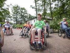 Leerlingen in Geesteren ervaren leven met handicap: 'Nu weet ik hoe het voelt om blind te zijn'