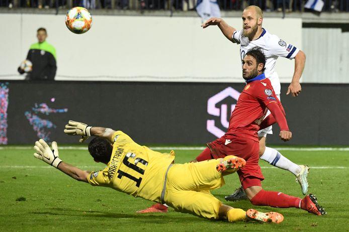 Teemu Pukki maakte de 2-0 en 3-0 namens Finland tegen Armenië.