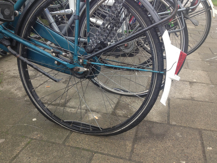 Lekke banden op Station Strijp-S in Eindhoven
