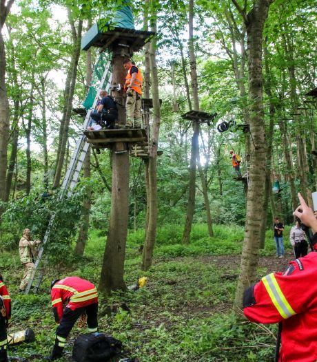 Klimdrama in Kralingse Bos: man glijdt uit en moet door brandweer worden gered
