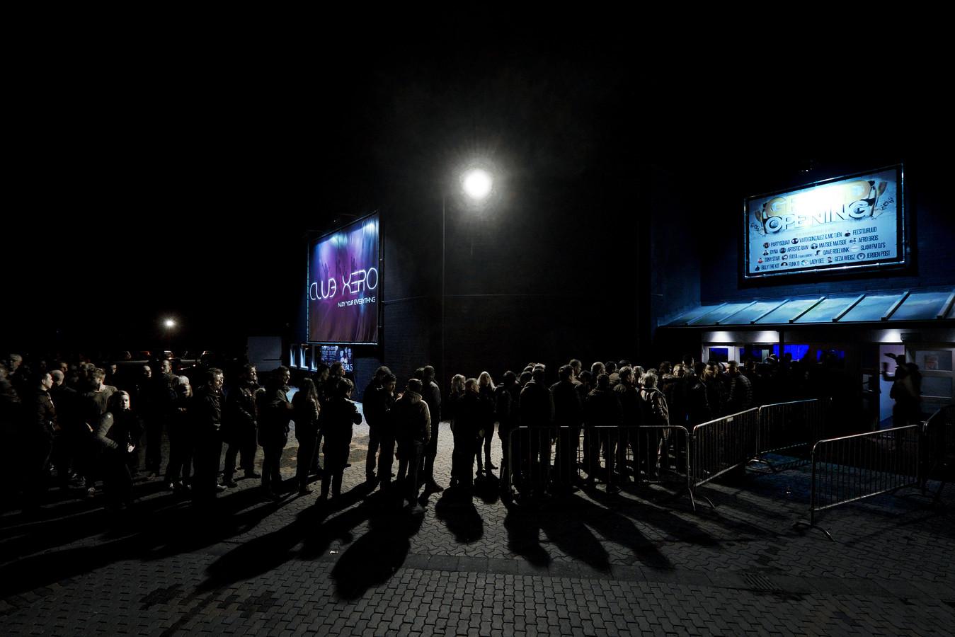 De wachtrij bij de opening van Club Xero in 2015.